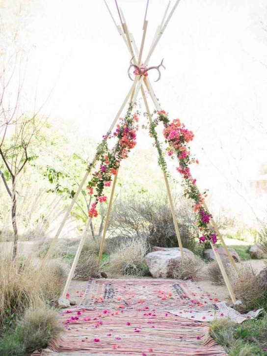 arche de mariage tipi fleurs simple ecolo chic boheme