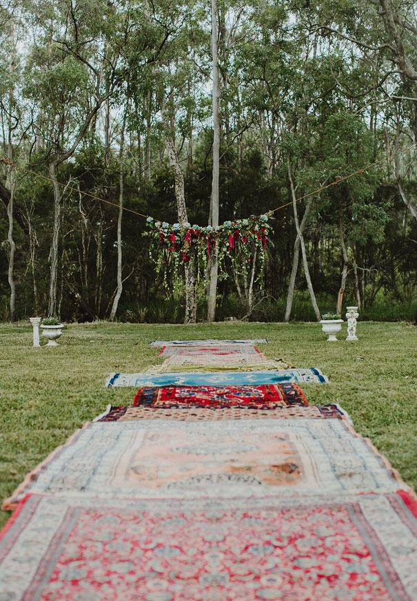 arche mariage laique tapis boheme floral ecologique